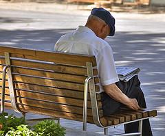 abuelo-en-banco